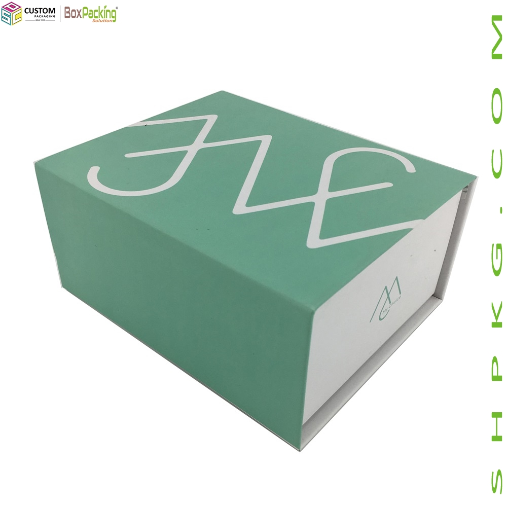 RETAIL CLOTHES GIFT BOX