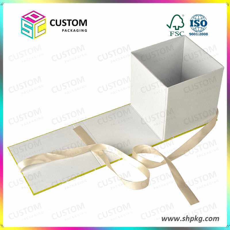 Gift boxes with ribbon closure